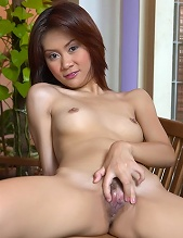 Erin Law Spreads Her Pussy